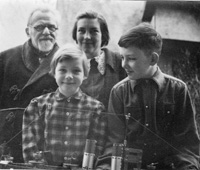 Oswald Weidenbach and family 1952